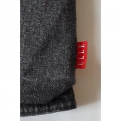Etiquette de la marque Elle sur le manteau en jeans noir 6 ans Elle
